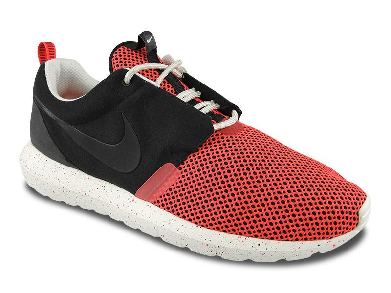Nike Roshe Run Black Red Sail
